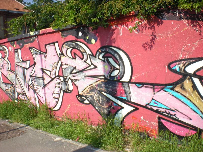 Senioři už potřebují svůj klid, Odstraňování graffiti Praha