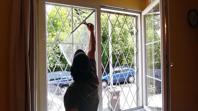 Praha 2, mytí, čištění výloh, oken, fasád