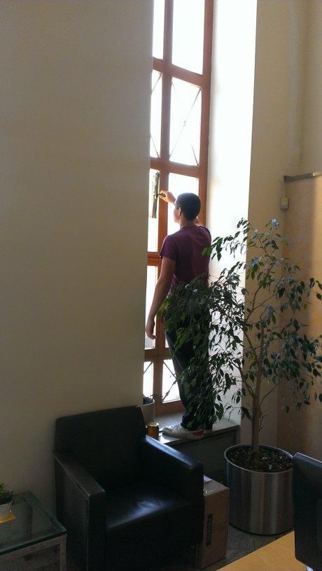 Praha 1, umývaní výloh, čistění oken i výškově