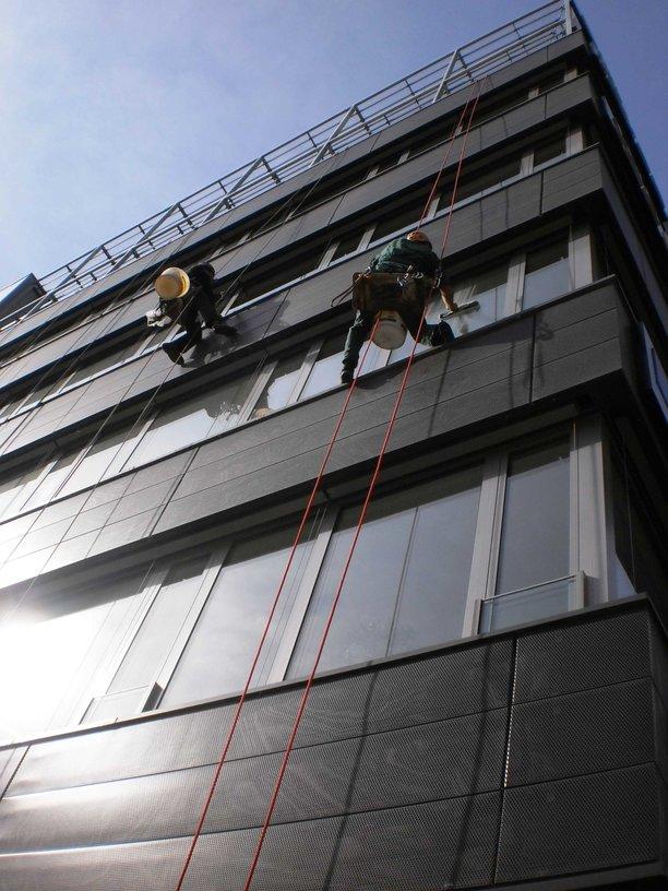 Čištění výškové, mytí výloh, oken Praha 9, Vysočany