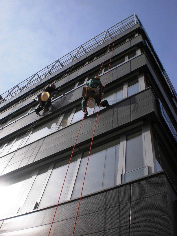 Čištění fasád, mytí oken ve výšce, Brno Bystrc