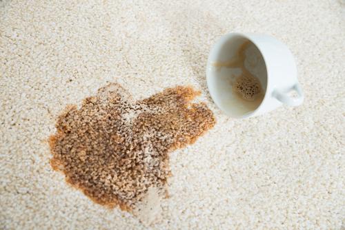 Strojová kotoučová metoda je tím nejlepším řešením pro špinavý koberec, tepování sedaček Praha