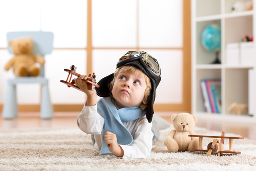 Nechávat malé děti bez dohledu se nevyplácí, neposedné děti a kolečkové brusle