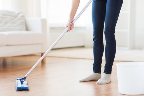 """Zašlou podlahu vám dokonale dokáže vyčistit pouze kotoučový stroj od """"Strojního čištění Brno"""""""
