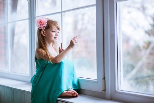 """Okna znečištěná od omítky jsou zase krásně čistá díky našim profesionálům z firmy""""Výškové práce Praha"""""""